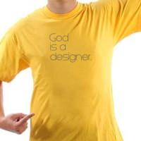 Majica Bog je dizajner.